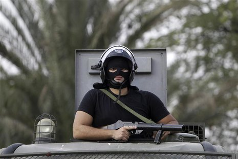 A riot police maintains order on al-Azhar university campus after clashes broke out during student protests in Cairo October 30, 2013. REUTE