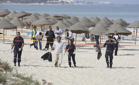 Tunisian policemen investigate near a crime scene on a beach near the tourist resort of Sousse October 30, 2013. REUTERS/Mohamed Amine ben A