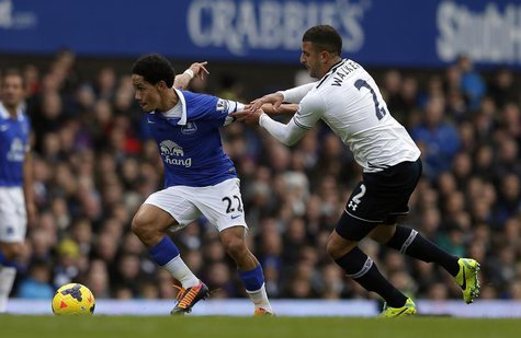 Everton's Steven Pienaar (L) challenges Tottenham Hotspur's Kyle Walker during their English Premier League soccer match at Goodison Park in
