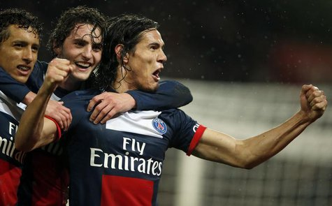 Paris Saint Germain's Edinson Cavani (R) celebrates with his team mates after he scored against FC Lorient during their French Ligue 1 socce