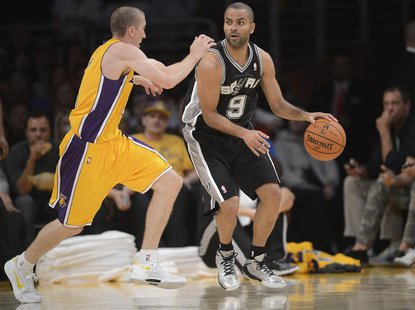Los Angeles, CA, USA; San Antonio Spurs point guard Tony Parker (9) controls the ball against the defense of Los Angeles Lakers point guard