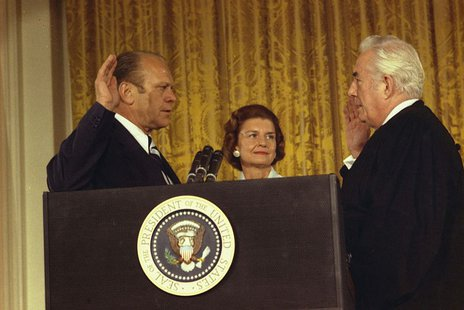 Photograph of Chief Justice Warren Burger administering the Oath of Office to President Gerald R. Ford while Betty Ford looks on. Robert L. Knudsen [Public domain], via Wikimedia Commons