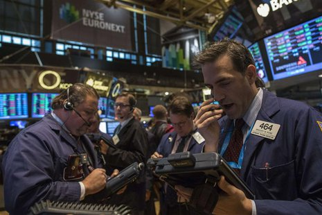 Traders work on the floor of the New York Stock Exchange, November 4, 2013. REUTERS/Brendan McDermid