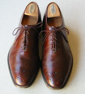 Pair of plain toe oxfords from Allen Edmonds shoe company. (Photo by: OlafJanssen/Creative Commons).