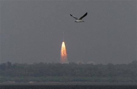 India's Polar Satellite Launch Vehicle (PSLV-C25), carrying the Mars orbiter, lifts off from the Satish Dhawan Space Centre in Sriharikota, about 100 km (62 miles) north of the southern Indian city of Chennai November 5, 2013.  REUTERS/Babu
