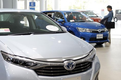 A man looks at Toyota Motor's cars at the company's showroom in Tokyo November 6, 2013. REUTERS/Toru Hanai