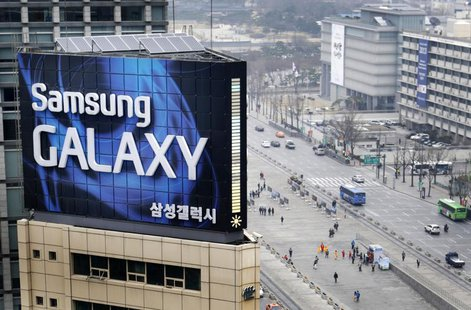 A Samsung outdoor advertisement sits atop an office building in Seoul, April 5, 2013. REUTERS/Lee Jae-won