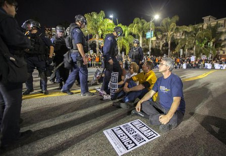 Los Angeles police move in to arrest people during a protest for better wages outside Walmart in Los Angeles November 7, 2013. REUTERS/Lucy