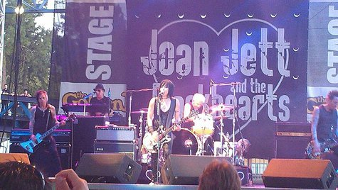 Music legends Joan Jett and the Blackhearts will appear on the Mount Rushmore's American Pride float in the 87th annual Macy's Thanksgiving Day Parade®. (Wikimedia.org)
