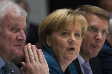 The head of the Christian Democratic Union (CDU) German Chancellor Angela Merkel (C) and the head of the Christian Social Union (CSU) Horst