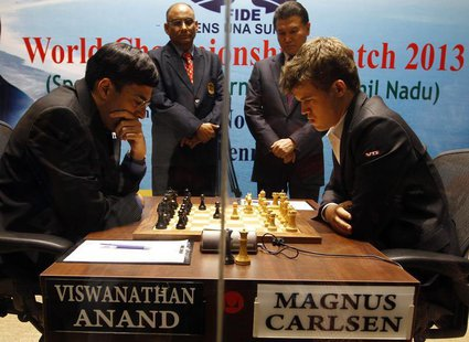 Norway's Magnus Carlsen (R) plays against India's Viswanathan Anand during the FIDE World Chess Championship in the southern Indian city of