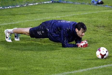 France's soccer team goalkeeper Hugo Lloris attends a training session at Clairefontaine, near Paris, October 9, 2013. REUTERS/Charles Plati