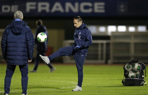 France's national soccer team player Franck Ribery controls the ball as he attends a training session at Clairefontaine, near Paris, Novembe