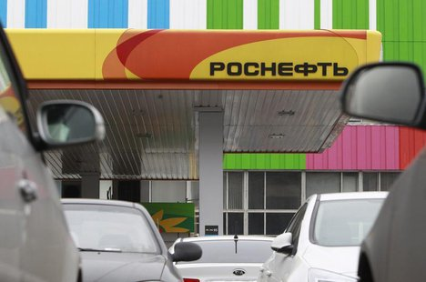 Parked cars stand outside a Russian oil company Rosneft petrol station near the Ostankino television tower in Moscow October 23, 2012. REUTE