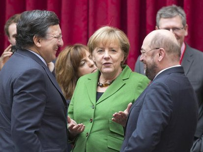 European Commission President Jose Manuel Barroso (L) speaks with German Chancellor Angela Merkel (C) and European Parliament President Mart