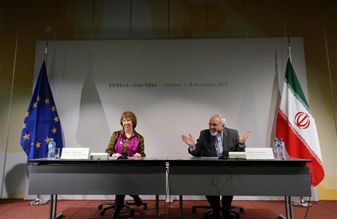 Iranian Foreign Minister Mohammad Javad Zarif (R) gestures next to European Union foreign policy chief Catherine Ashton during a news confer