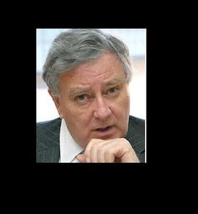 Larry Pressler says he is considering running for his old U-S Senate seat as an independent.  (KELO file)