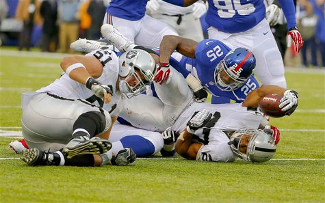East Rutherford, NJ, USA; Oakland Raiders running back Rashad Jennings (27) picks up first down against the New York Giants during the first