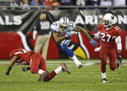 Dallas Cowboys wide receiver Sam Hurd (C) looks for a first down against the Arizona Cardinals in the third quarter during an NFL game in Gl
