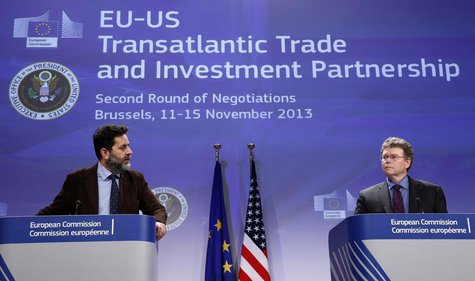 European Union chief negotiator Ignacio Garcia Bercero and U.S. chief negotiator Dan Mullaney (R) address a joint news conference during the