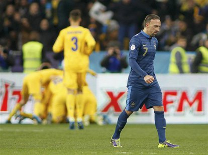 France's Franck Ribery (front) walks after Ukraine's Andriy Yarmolenko celebrates his goal with team mates (back) during the 2014 World Cup