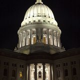 Wisconsin State Capitol by night By Darin ten Bruggencate [GFDL (http://www.gnu.org/copyleft/fdl.html) or CC-BY-SA-3.0 (http://creativecommons.org/licenses/by-sa/3.0/)], via Wikimedia Commons
