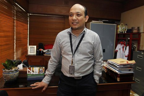 Corruption Eradication Agency (KPK) graft investigator Novel Baswedan poses in his office in Jakarta June 26, 2013. REUTERS/Enny Nuraheni