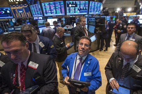 Traders work on the floor of the New York Stock Exchange, November 15, 2013. REUTERS/Brendan McDermid