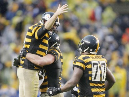 Nov 17, 2013; Pittsburgh, PA, USA; Pittsburgh Steelers quarterback Ben Roethlisberger (left) celebrates a late game touchdown with tackle Ma