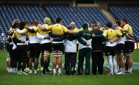 South Africa head coach Heyneke Meyer (4th R) speaks to his players in a huddle during their 'Captain's Run' training session, ahead of thei