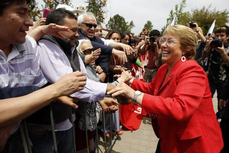 Chilean presidential candidate Michelle Bachelet greets supporters during a campaign event in Santiago November 18, 2013. REUTERS/Ivan Alvar