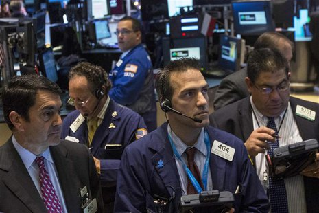 Traders work on the floor of the New York Stock Exchange, November 18, 2013. REUTERS/Brendan McDermid