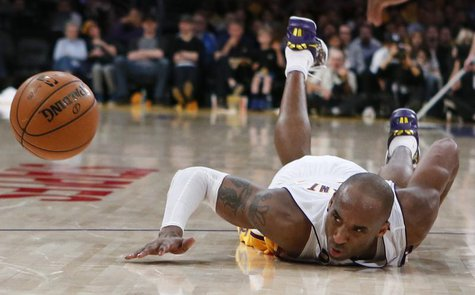 Los Angeles Lakers Kobe Bryant dives for a loose ball during their NBA game against the Chicago Bulls in Los Angeles, March 10, 2013. REUTER