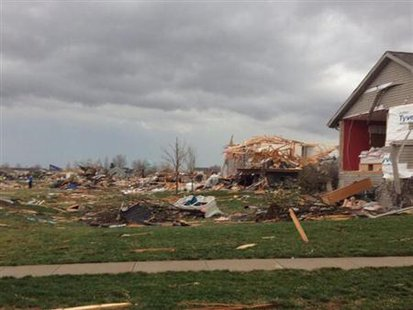 Tornado damage in Washington Illinois can be seen in this handout picture courtesy of Alexandra Sutter/WMBD.com taken November 17, 2013. REUTERS/Alexandra Sutter/WMBD.com/Handout via Reuters