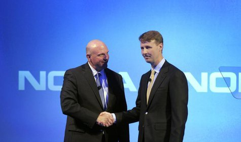 Microsoft Chief Executive Steve Ballmer shakes hands with Nokia's Chairman of the Board Risto Siilasmaa (R) during a Nokia news conference i