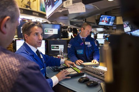 Traders work just before the end of trading for the day on the floor of the New York Stock Exchange, November 18, 2013. REUTERS/Lucas Jackso