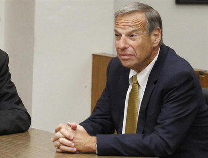 Former San Diego mayor Bob Filner (R), appears in Superior Court in San Diego, California October 15, 2013. REUTERS/John Gibbins/Pool