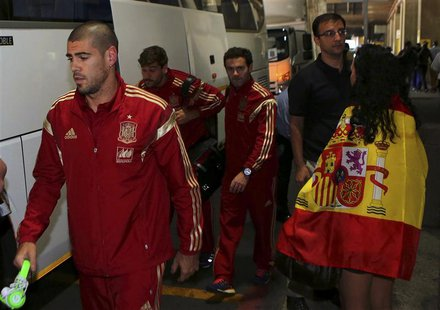 Spain's goalkeeper Victor Valdes (L) arrives at the O. R. Tambo International Airport, ahead of Tuesday's international friendly soccer matc