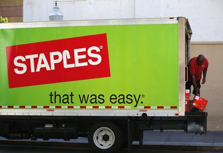 A Staples truck delivers office supplies in San Diego, California September 24, 2013. REUTERS/Mike Blake