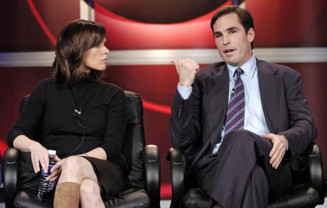 "Elizabeth Vargas (L) and Bob Woodruff, co-hosts of ABC's ""World News Tonight"", participate in a Q&A session with reporters at the Television"