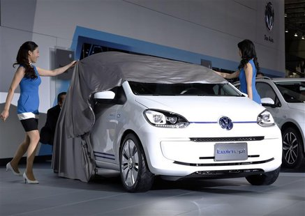 Models unveil Volkswagen's plug-in hybrid Twin Up! concept car during a presentation at the 43rd Tokyo Motor Show in Tokyo November 20, 2013
