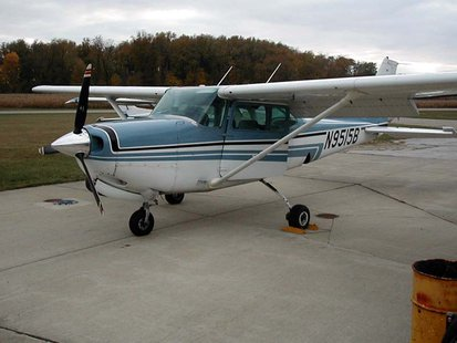 Cessna 172 (Photo from: Wikimedia Commons)