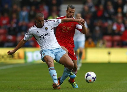 Southampton's Dani Osvaldo (R) tackles West Ham's Winston Reid during their English Premier League soccer match at St Mary's stadium in Sout