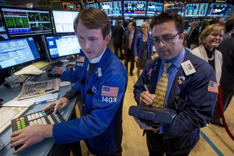 Traders work on the floor of the New York Stock Exchange (NYSE) November 21, 2013. REUTERS/Brendan McDermid