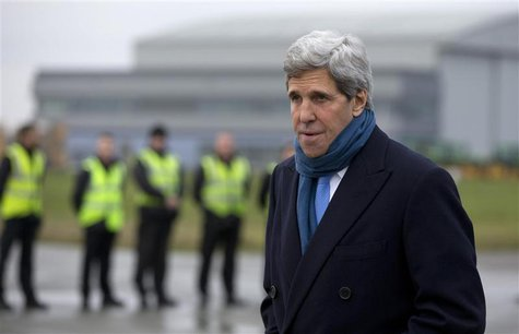 U.S. Secretary of State John Kerry arrives at London's Stansted Airport November 24, 2013. REUTERS/Carolyn Kaster/Pool