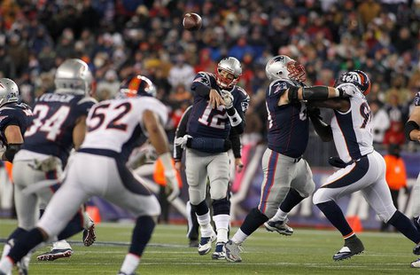 New England Patriots quarterback Tom Brady (12) throws a pass to running back Shane Vereen (34) during the fourth quarter against the Denver