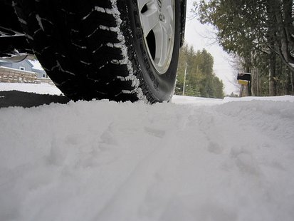 Snowy road (Photo from: Katerha/Flickr/Creative Commons).