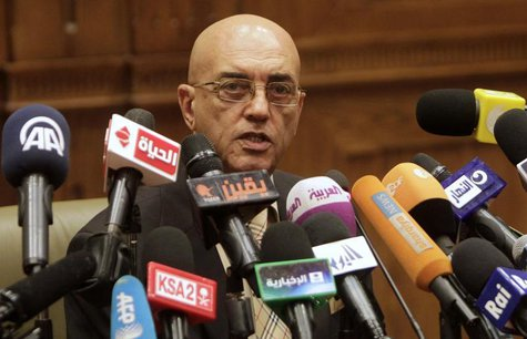 Constituent Assembly spokesman Mohamed Salmawy speaks at a news conference at the Shura Council in Cairo September 22, 2013. REUTERS/Mohamed