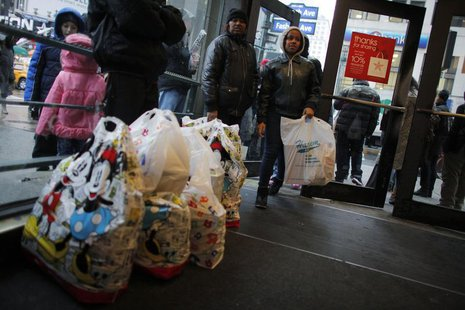 Shoppers wait inside Macy's Manhattan department store in New York, December 26, 2012. REUTERS/Eduardo Munoz