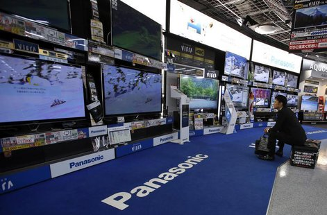 A man looks at Panasonic Corp's Viera televisions displayed at an electronics store in Tokyo October 31, 2013. REUTERS/Toru Hanai